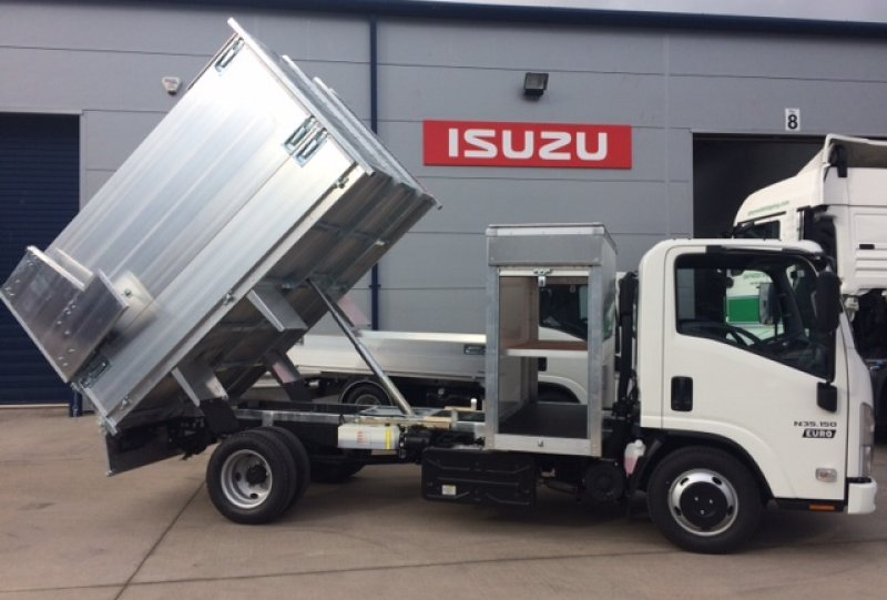 Isuzu N35-150 Tree Surgeon Tipper/Tool Store<