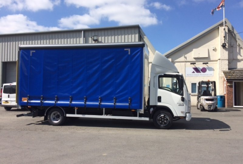 Isuzu N75-190 Curtain sider with cantilever tail lift<